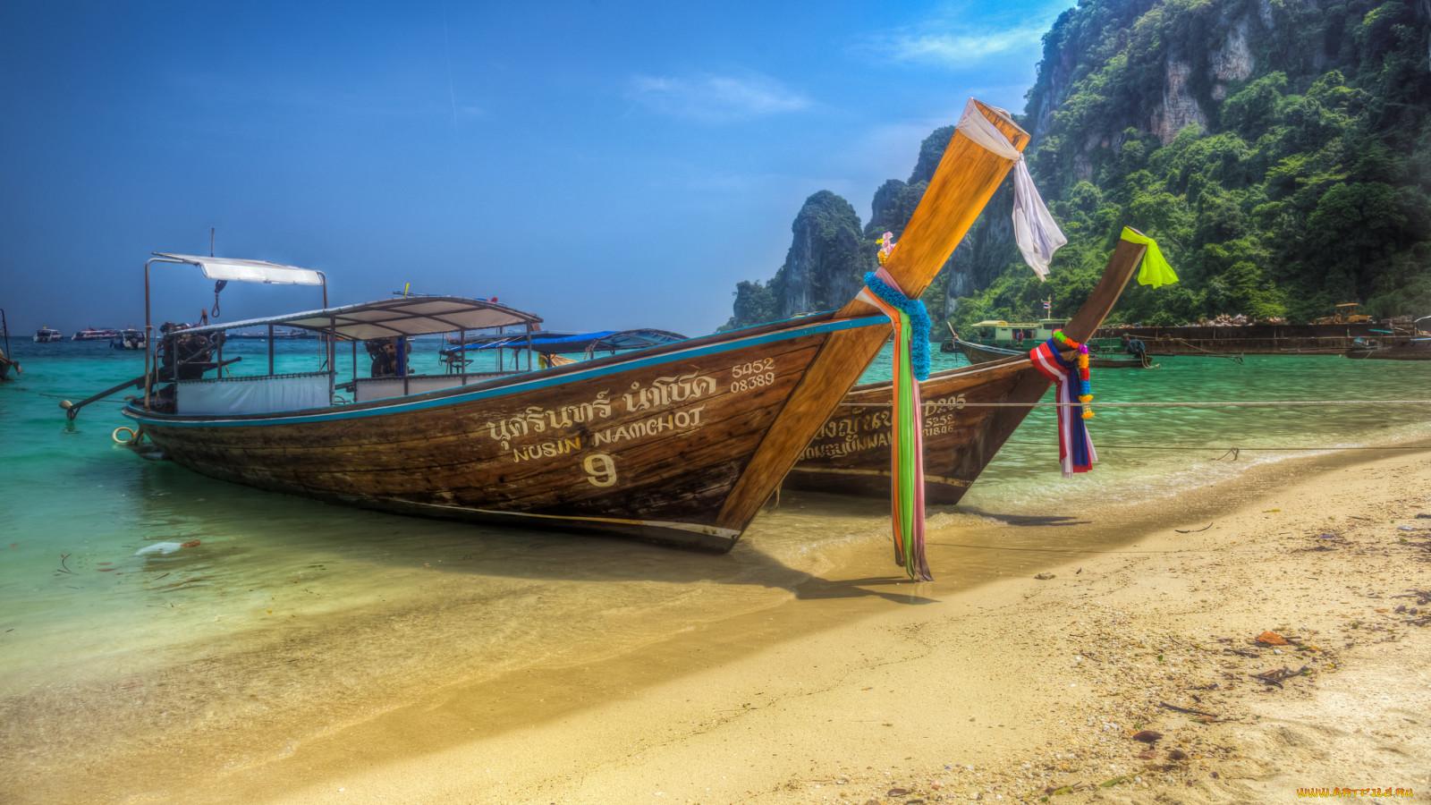 лодка на пляже обои